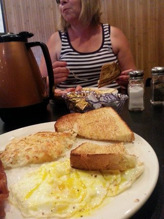 Deadwood Gulch Resort: complimentary breakfast