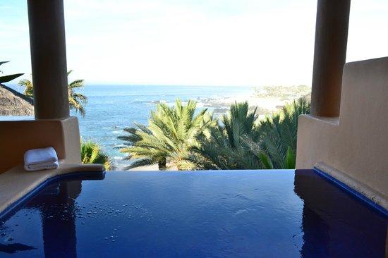 Esperanza - An Auberge Resort: Shower view with infinity edge hot tub