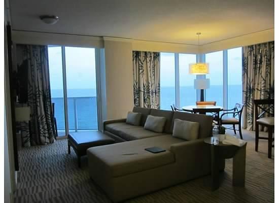 Trump International Beach Resort: Corner, One bedroom Suite