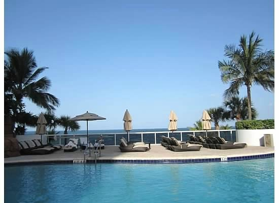 Trump International Beach Resort: Lower Pool with Plenty of chairs