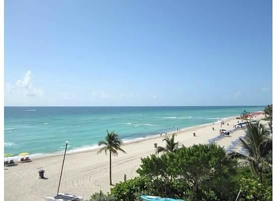 Trump International Beach Resort: Beautiful water