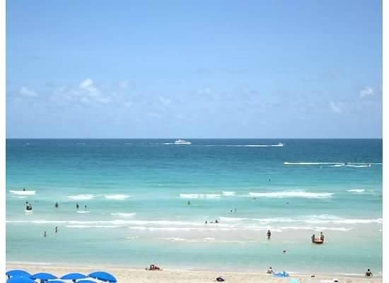 Trump International Beach Resort: Love the beautiful blue water!