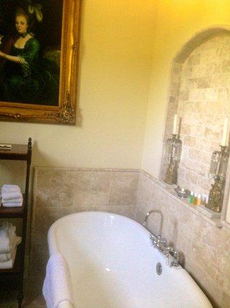The Inn at Mount Vernon Farm: soaking tub