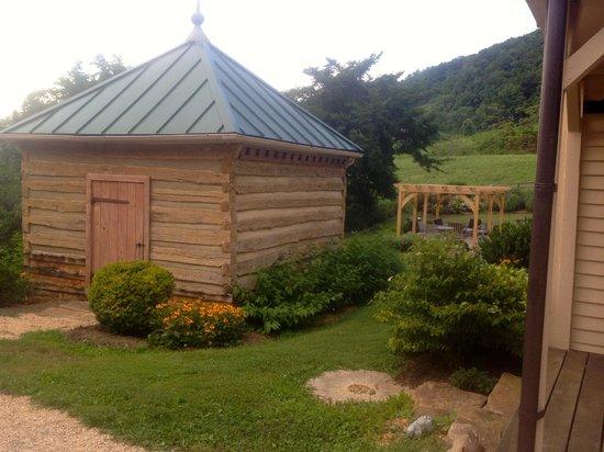 The Inn at Mount Vernon Farm: outbuildings