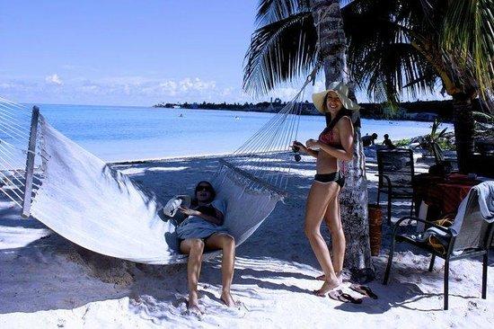 Cocoplum Beach Hotel: Hotel beach hammock
