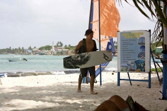 Cocoplum Beach Hotel: Kite surfing at the hotel beach