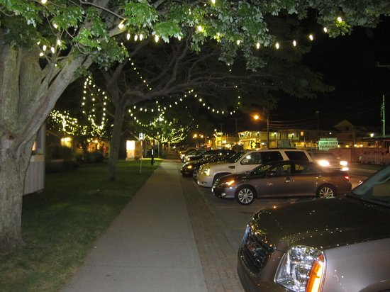 Cape Cod Harbor House Inn: street at night