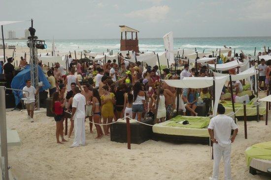 Dia de festa , tirada do Beach house a foto.