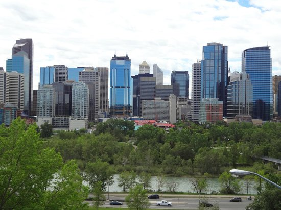 McHugh Bluff Park: Panoramic view of Downtown Calgary