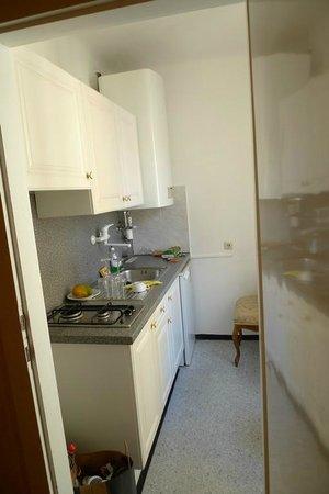بنشن سوزان: Room 61, Kitchenette