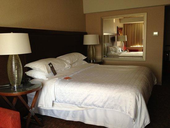 Le Centre Sheraton Montreal Hotel: room