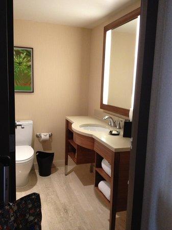 Le Centre Sheraton Montreal Hotel: bathroom