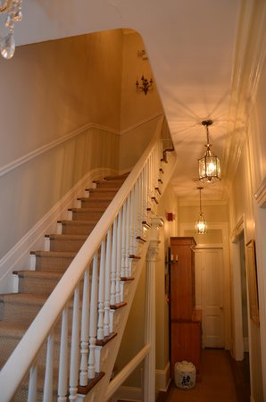 Catherine Ward House Inn: Entrance Stairway to upstairs