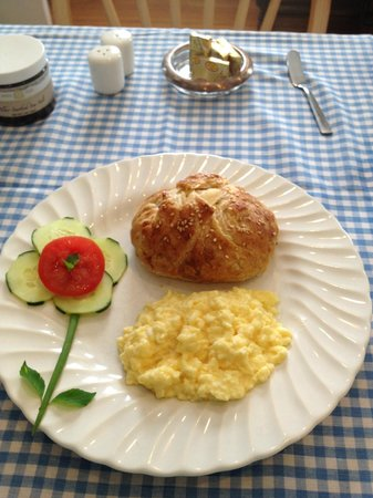 The Tipsy Butler Bed and Breakfast: Care and creativity in delicious breakfasts