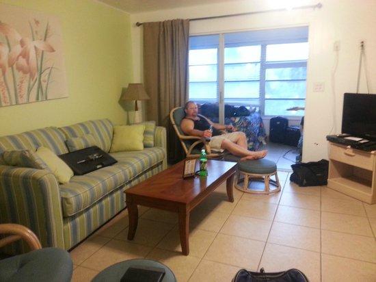 Dolphin Inn: Living area