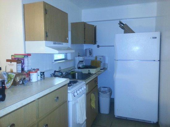 Dolphin Inn: Kitchen