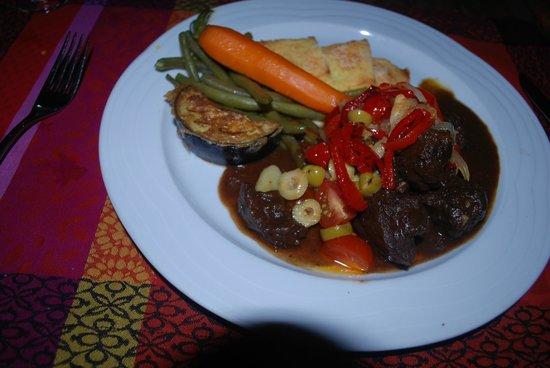 Restaurant LA PETITE FRANCE : Beef with fresh vegetables!