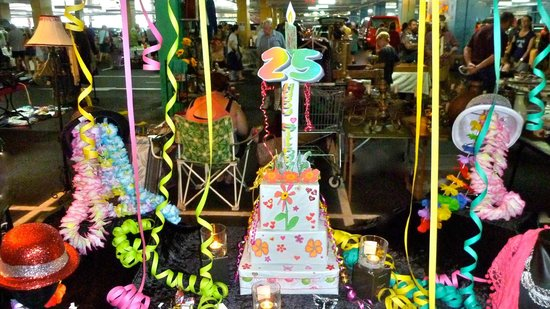 Lismore, Austrália: Carboot's 25th Birthday-Best decorated stall in the FABULOUS category! Well done Julie DeNardi!!