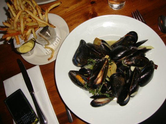 Chez FON FON : Moules-Frîtes with white wine sauce