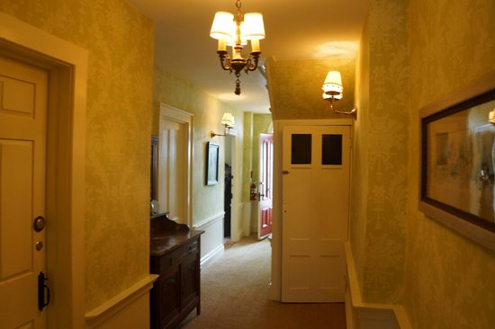 Pentagoet Inn: Hallway of Perkins house