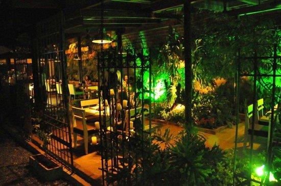 Restaurante Ferro: Jardin Externo