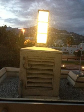 Hilton Los Angeles North / Glendale & Executive Meeting CTR: 201 - view is of their giant bug zapper vent. terrible.