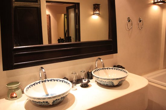 Dara Samui Beach Resort & Spa Villa: Bathroom sinks