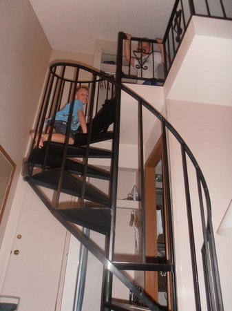 Best Western Rivertree Inn: Staircase to loft!
