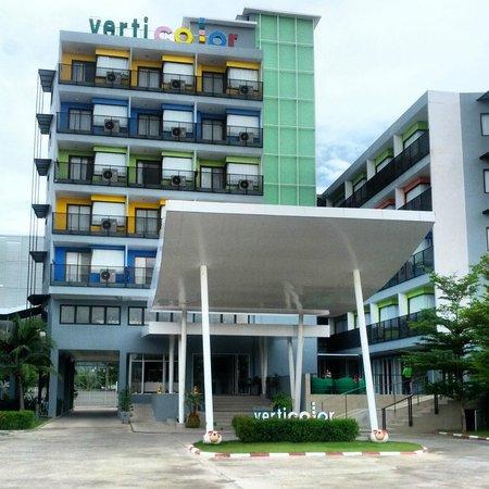 Samui Verticolor: Hotel Front Entrance