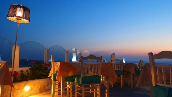 Ellis Restaurant: Greek Traditional food in Santorini at Ellis Restauarant