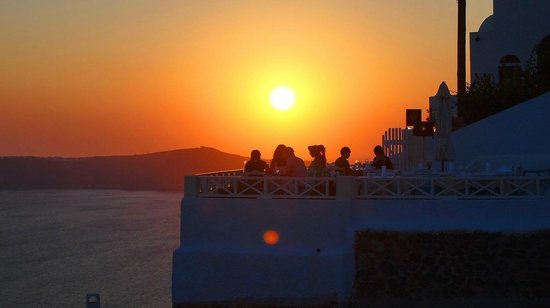 Ellis Restaurant: Restaurant for sunset in fira Santorini