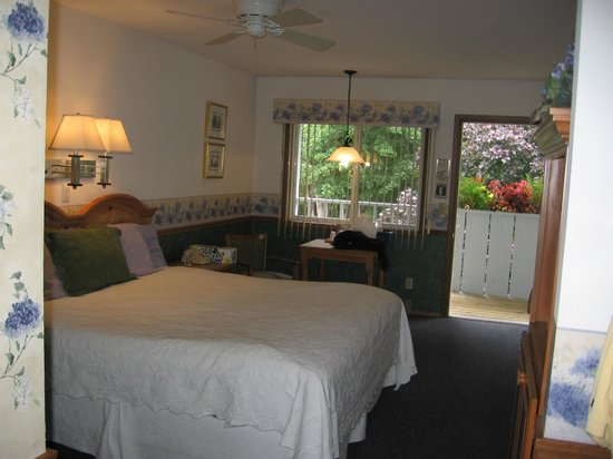 Main Street Motel: King bed room