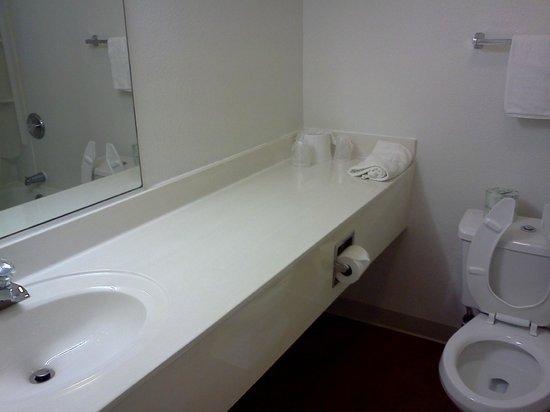 Motel 6 San Simeon: Baño