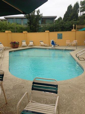 La Quinta Inn & Suites Seattle Bellevue / Kirkland: Pool