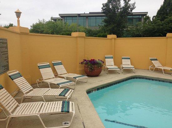 La Quinta Inn & Suites Seattle Bellevue / Kirkland : Pool area (small)