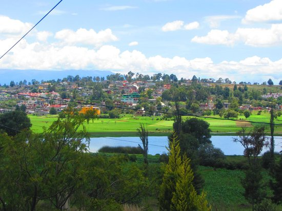 Mexican Home Cooking School of Puebla Cuisine and B&B: Views from the lawn