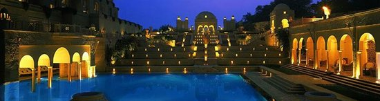 The Oberoi Amarvilas: Swimming Pool at Oberoi Amarvilas Hotels