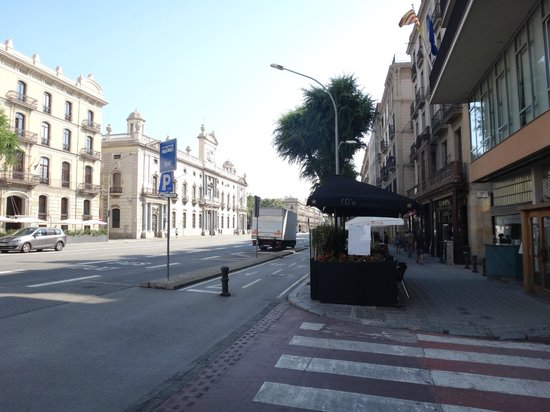 Hostal Orleans: street nearly