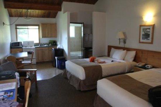 Canmore Rocky Mountain Ski Lodge - Kitchen Room