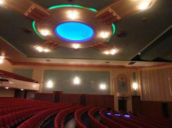 Napier Municipal Theatre: beautiful ceiling in theatre