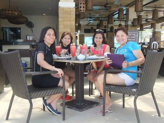Mesa Filipino Moderne : Dining outside