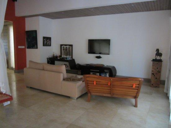 Pandawas Villas: Villa Nakula TV area
