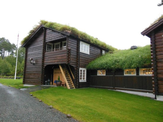 Storfjord Hotel: love those grass roofs