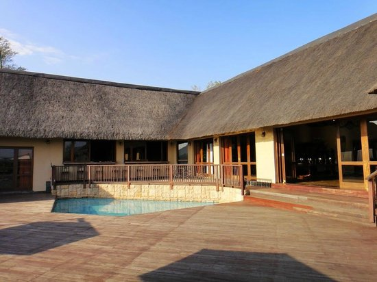 Pestana Kruger Lodge: Ресепшн и терраса