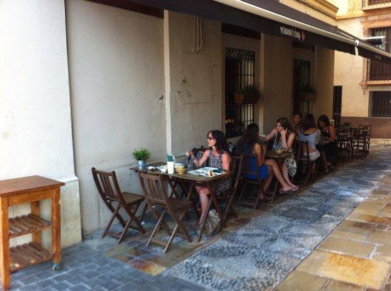 Lechuga: Outside seating area