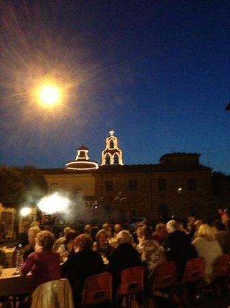 Traiana: il campanile illuminato