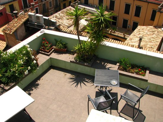 Hostal Apuntadores: Roof terrace 2nd level view