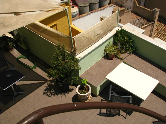 Hostal Apuntadores : Roof terrace 2nd level view