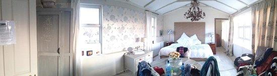 Hayloft B&B: The en-suite room upstairs