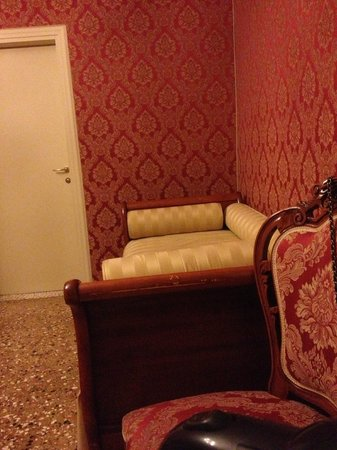Al Palazzetto: in front of the bed for a power nap :P